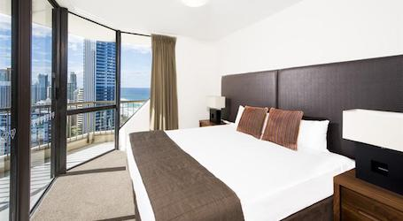 surfers paradise bucks apartment with double bed