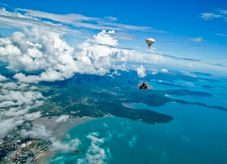 buck skydiving airlie beach