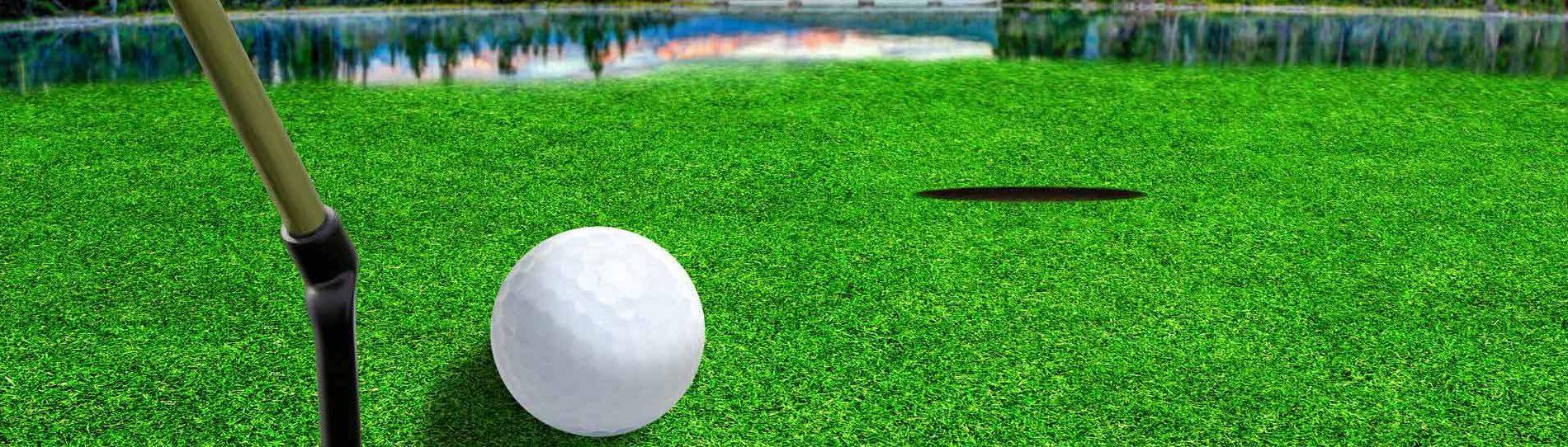 buck playing virtual golf in byron bay