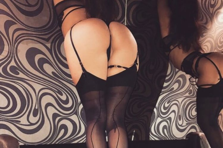 sexy sydney girls bum in strip club