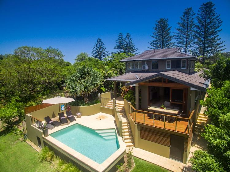 byron beach house group